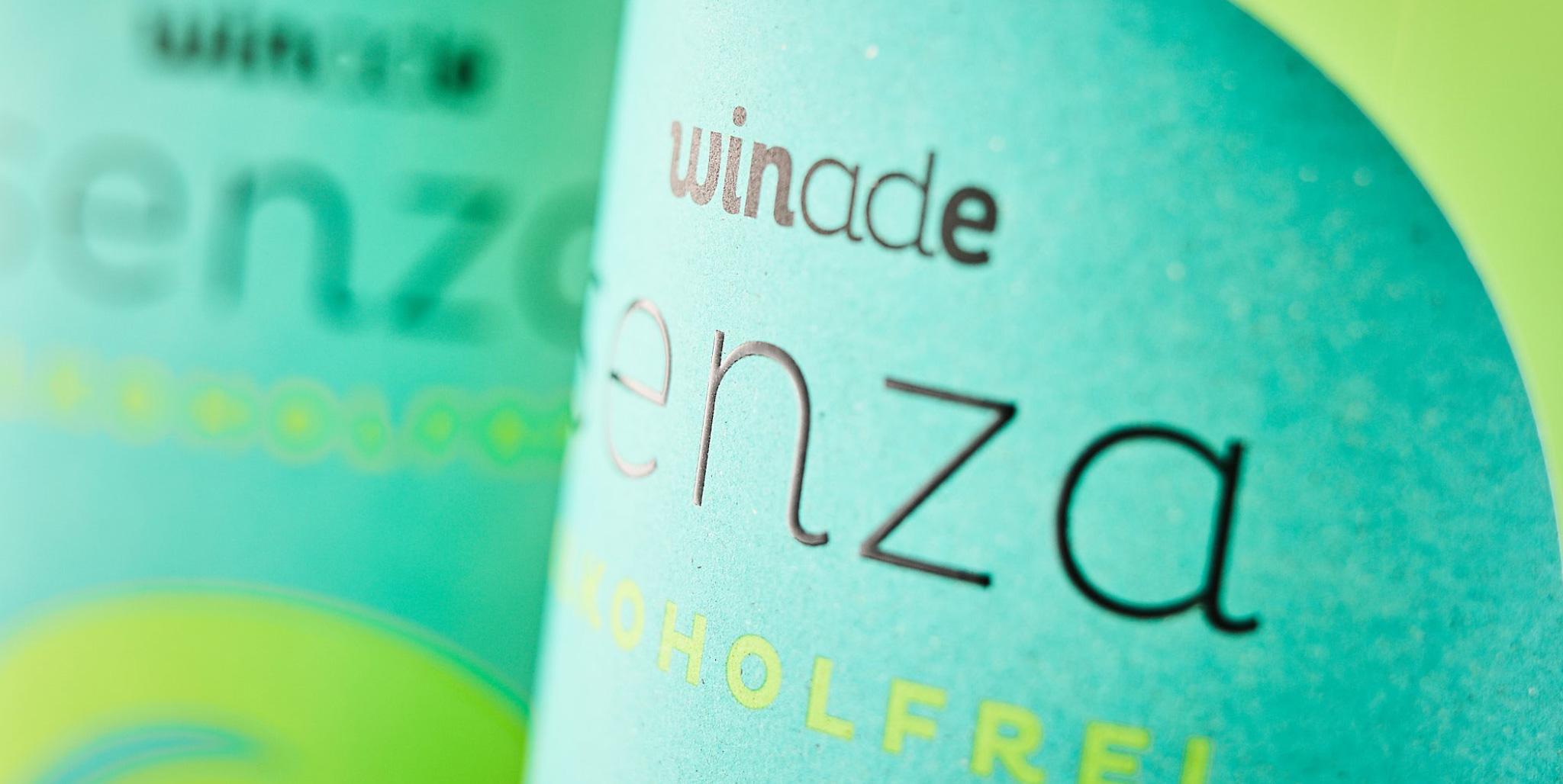 Senza: Detail Prägung der Weinflasche